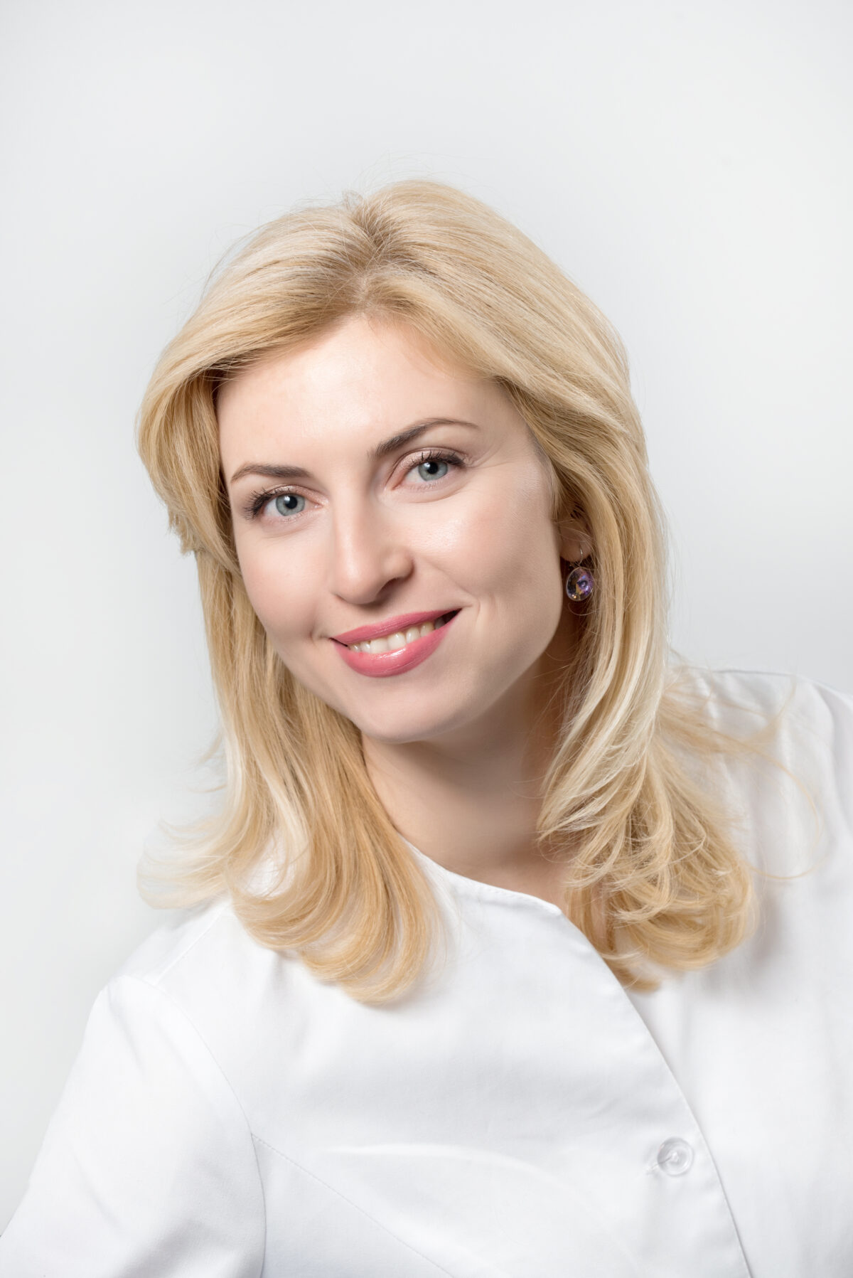 САЛЬНИКОВА Єліна Сергіївна